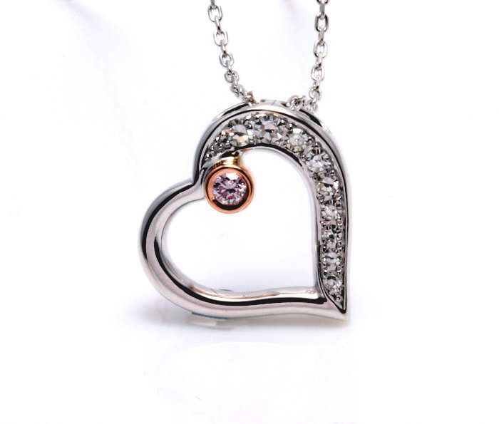Pendant in the shape of a heart with a pink diamond, decorated with 9 diamonds. Pendant measurements: 15.60 x 15.98 mm ###Comes with a jewellery certificate - Free Shipping###