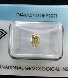 0,88 ct. natural fancy light brownish yellow, peer