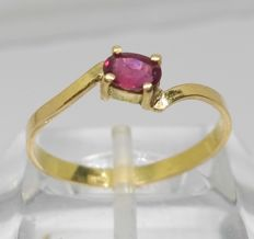 Cocktail ring in 18 kt yellow gold - Central ruby