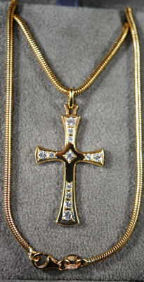 Necklace with its Cross, 12 diamonds of 0.21 ct, 18 kt necklace, length 40 cm
