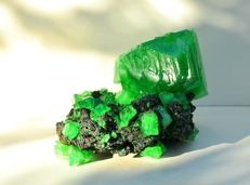 Huge Alunite vivid Green color crystals - lab - 21,0 x 15,0 x 12,5 cm - 1717gm