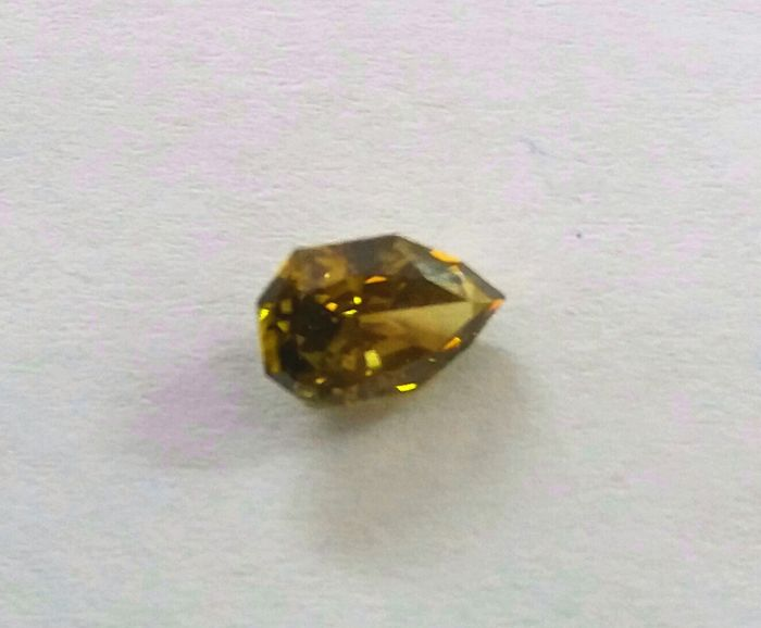 0,85 ct. octagon brilliant natural fancy olive