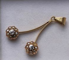 14 kt gold pendant inlaid with pearl and diamond, size:  25 x 40 mm