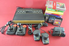 Atari 2600 Console with 10 games. Eg: Centipede, Space Invaders and more!