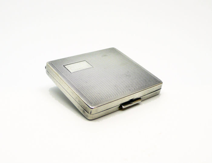 Art Deco chiselled silver powder compact, 1940s