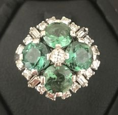 Stunning vintage ring decorated with 4 green tourmalines of 3.2 ct and round and baguette-cut diamonds in pavé of F/VVS (0.8 ct)