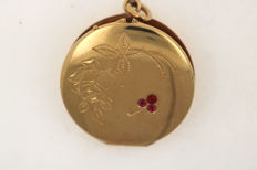 Antique tombac medallion gold-plated with 3 rubies and hand-engraved with flower motif