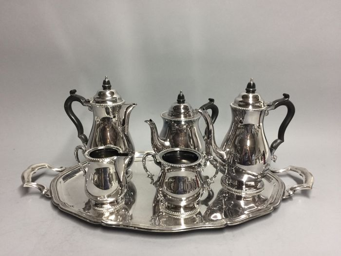 Silver plated tea- and coffee set on a serving tray Manor Plate Sheffield & Silver plated tea- and coffee set on a serving tray Manor Plate ...
