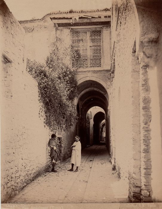 J.Kuhn (act 1885/1905) - streets of the Kasbah of Tunis, Tunisia