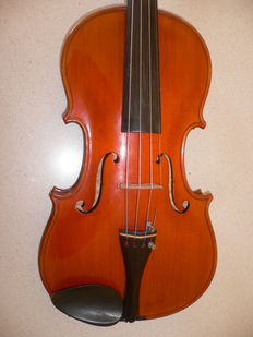 Very nice German Markneukirchen violin,fine flamed wood , good balanced noise