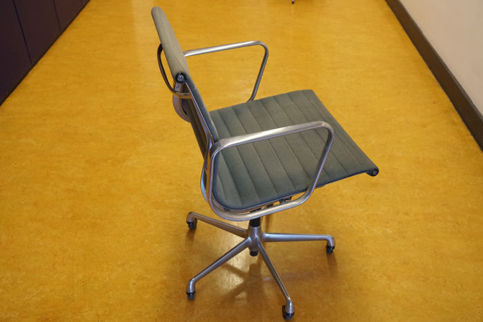 Charles & Ray Eames for Herman Miller / Vitra - vintage desk chair, model  EA117 - Catawiki