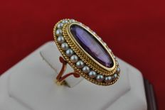 Intricately made Amethyst and natural Pearls set on 18K/750 Yellow Gold Italian Design Antique Ring