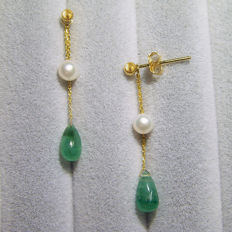 18K gold earrings with 2.8ct of emerald and 4.5mm freshwater pearl; size :height 35mm