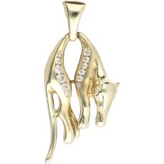 14 kt - Yellow gold pendant in the shape of a hanging panther set with 12 brilliant cut zirconias - Length: 38 mm x Width: 17 mm