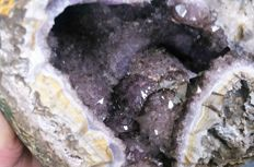Complete Amethyst / Smoky quartz geode full of crystals - 140 x 100 x 95 mm - 924 g