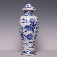 Large blue white porcelain vase with lid - decoration of kylins - China - 19th century