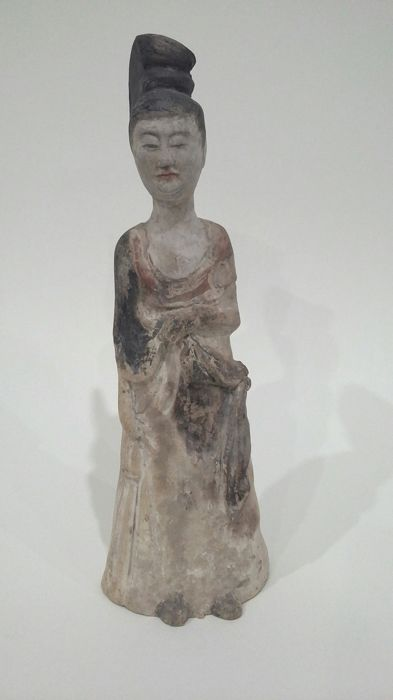 Courtesan in terracotta. China (+ certificate of expertise)- 27 cm.