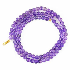 Amethyst necklace with 18 kt (750/1000) gold clasp, length 50cm