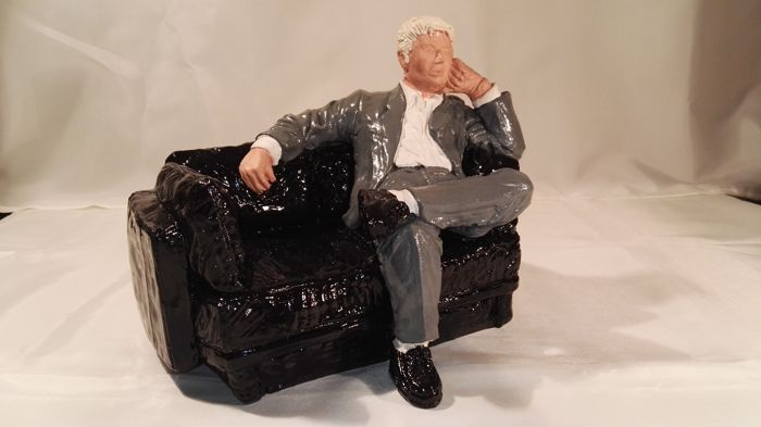 Seated man on bench - beautiful work of art - solid statue - heavy - 5 kg. In excellent condition