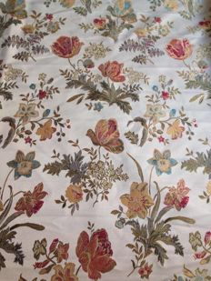 "Lot of 5.64 metres of ""San Leucio"" fine damask beige woven fabric, Louis XVI style - 20th century"