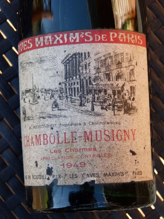 "1949 - Chambolle Musigny (1° Cru) ""Les Charmes"" - Caves du Restaurant Maxim's -  1 Bottle"