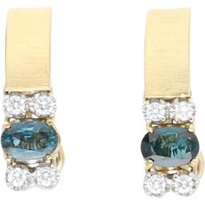 18 kt Yellow gold earrings set with 2 oval cut sapphires of approx. 0.55 ct each and 8 round brilliant cut diamonds of approx. 0.02 ct each in a white gold setting - Size: 2.0 x 1.5 cm