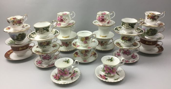 44 piece exclusive English twin cups and saucers - Royal Vale, Balmoral Castle, Royal Albert