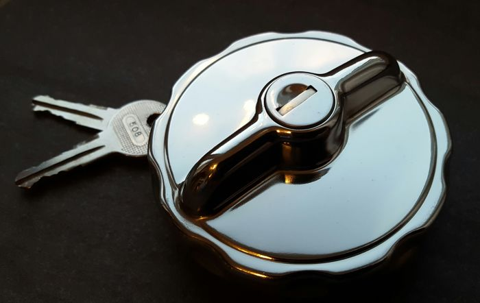 Mercedes Benz Pagoda W113 chrome fuel filler cap with 2 keys