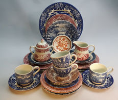 China: Meakin, Broadhurst, Dickens Series, Ironstone, Barratts - 25 pieces