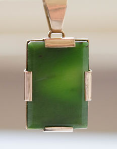 Gold pendant with large jade-nephrite stone