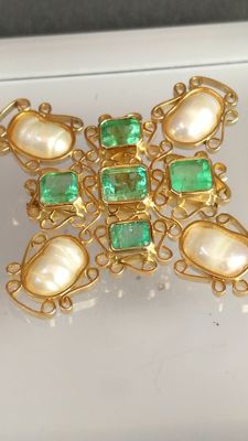Exclusive pendant - brooch gold 18 kt, Colombian emeralds and antique baroque pearls. IGE certificate.