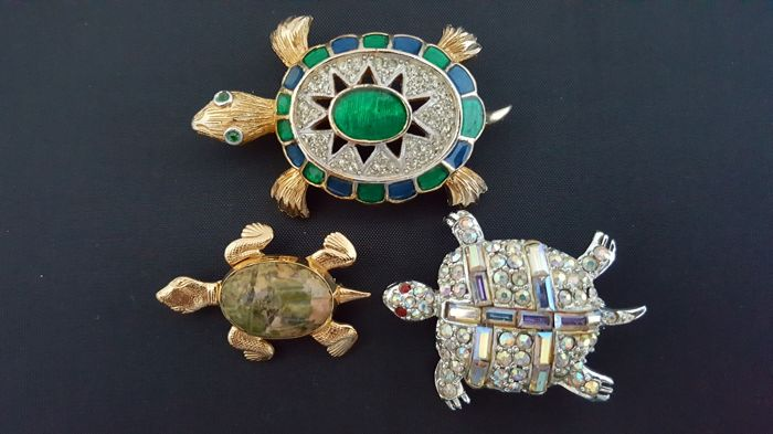 Lot three turtle brooches, Pell, Polcini and Danecraft