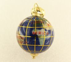 14 kt yellow gold pendant in the shape of a globe