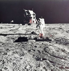 Neil Armstrong (1930-2012)/NASA - Apollo 11 - Edwin Aldrin prepares to deploy two experiments: the seismometer and the laser reflector / View of Earth over the Lunar Module, 1969