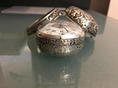 Urbain Cheneviere 1690-1700 silver pair case repousse repeater fusee verge pocket watch