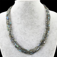 Labradorite necklace with 18 kt (750/1000) gold Clasp, length 60cm