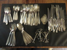 Silver plated cutlery.