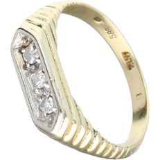 14 kt yellow gold ring set with 3 diamonds of approx. 0.03 ct in a white gold setting - Ring size: 17 mm
