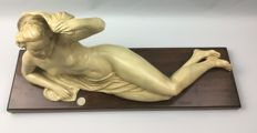 Large sculpture of a reclining naked woman