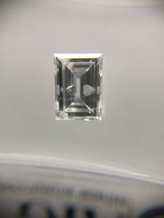 0.61 ct Baguette cut diamond D SI2