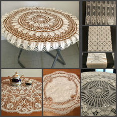 Tablecloth round old pure cotton lace to the zone of the Portugal