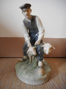 Royal Copenhagen - Figurine of a shepherd and 2 sheep No. 627 of Christian Thomsen