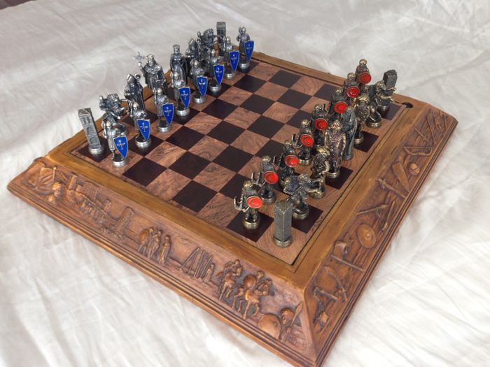 Vintage chess set - Christians against Arabs - in Bronze