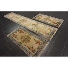 A magnificent handwoven Oriental silk carpet set China silk bed spread 2x 140 x 70 cm and 70 x 330 cm made in China