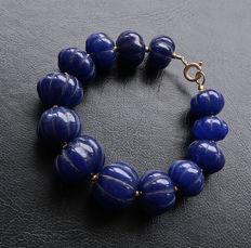 Bracelet in sapphire with 14 kt Gold clasp - Ridged beads in melon shape - 20 cm.