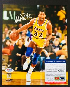 Magic Johnson #32 / LA Lakers - Amazing Signed Photo ( 20x25cm ) - with Certificate of Authenticity PSA / DNA