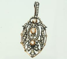 14 kt Rose gold pendant brooch with pearls and 3 Bolshevik diamonds in a silver setting, approx. 0.35 ct in total