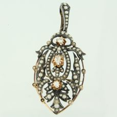 14 kt rose gold pendant brooch with silver set with pearl and 3 Bolshevik cut diamonds, approx. 0.35 ct in total