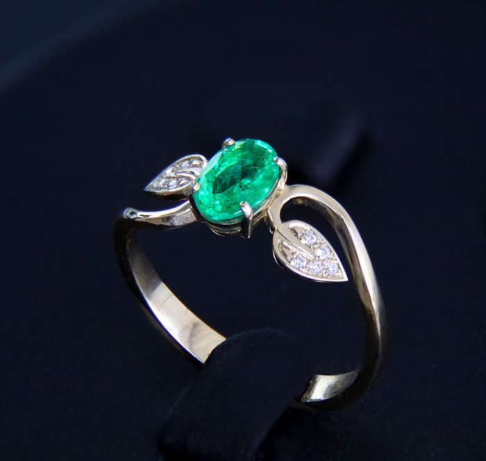 emerald and diamonds 14k gold ring ring size 17 7 mm no. Black Bedroom Furniture Sets. Home Design Ideas