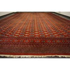 Magnificent hand-knotted oriental palace carpet Bukhara Yomut, 550 x 365 cm, made in Pakistan, middle of the 20th century.